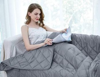 cozy, blanket, weighted blanket, technology, bedding, Valentine's Day, love, sleep