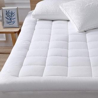 oaskys Queen Mattress Pad Cover Cooling Mattress Topper Cotton Top Pillow Top with Down Alternative Fill