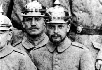 An artist in a soldier's uniform. Klee is in the center of this photo shot during World War I.