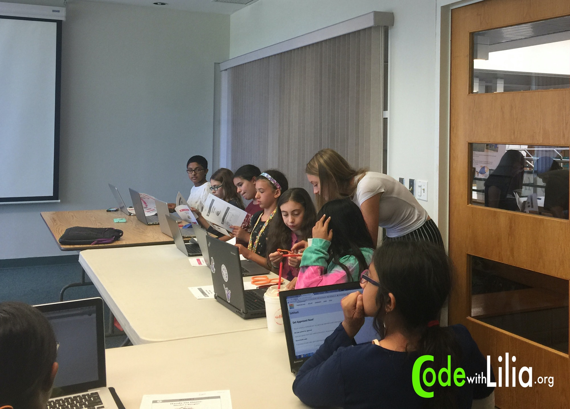 Lilia Becker teaches a class how to use the 3D design program TinkerCad.