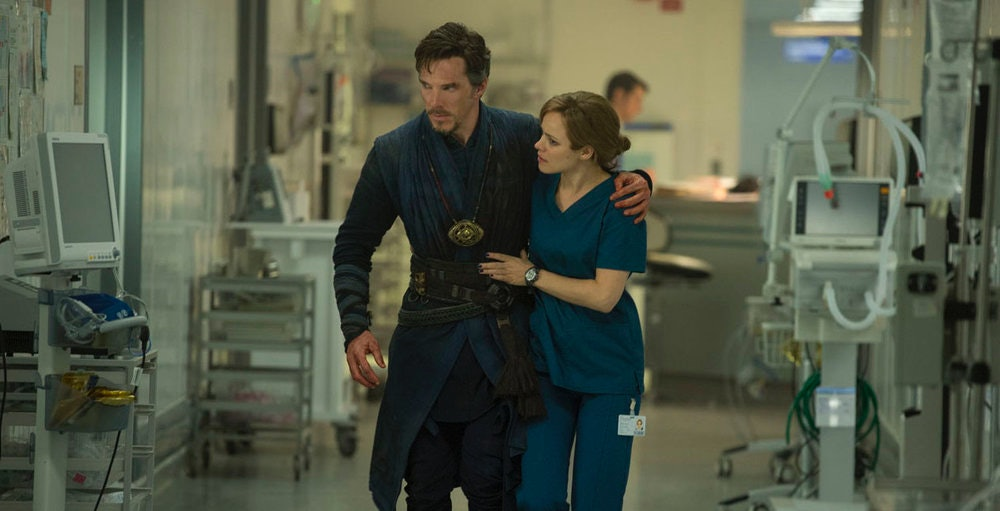Doctor Stephen Strange (Benedict Cumberbatch) and Christine Palmer (Rachel McAdams).
