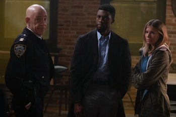 '21 Bridges' review stars J.K., Simmons, Chadwick Boseman, and Sienna Miller.