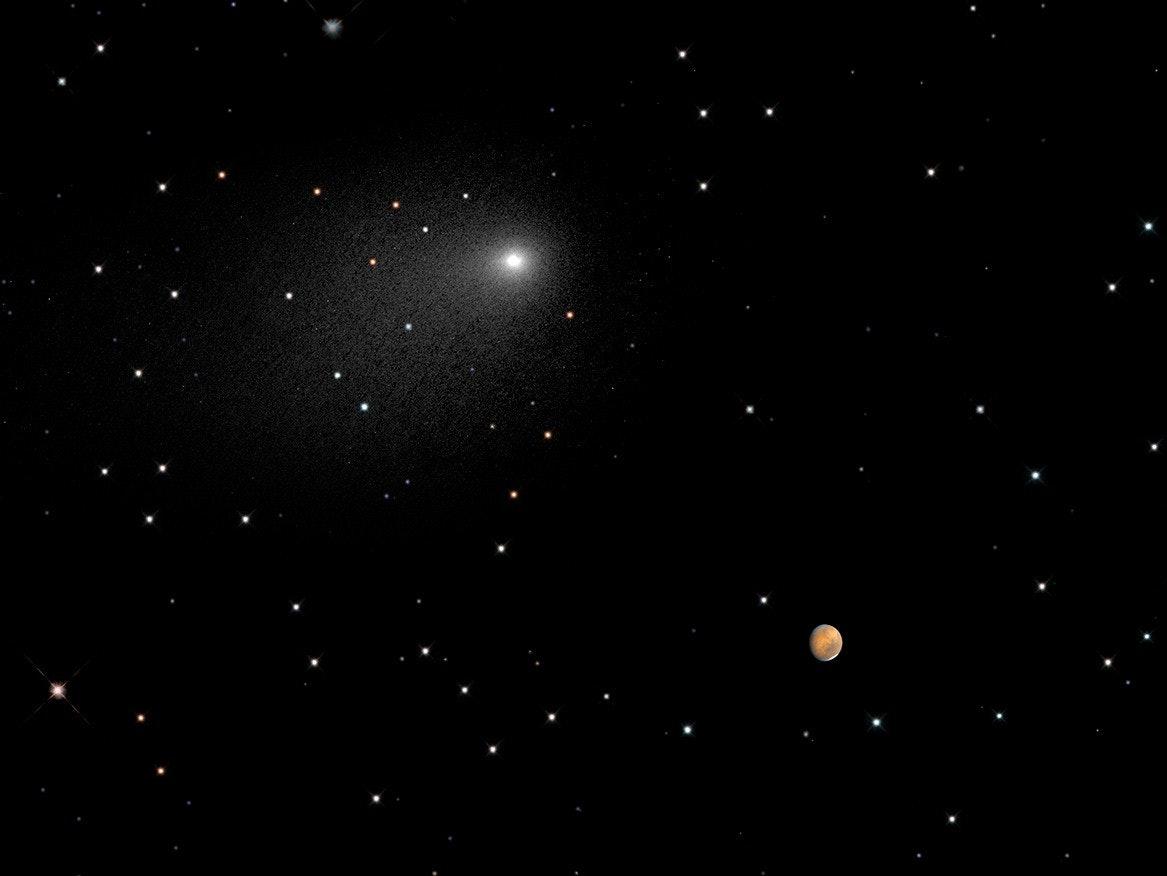 Comet Siding Spring Seen Next to Mars