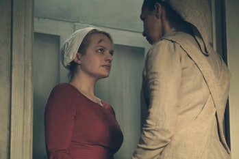 Elizabeth Moss andAmanda Brugelin 'The Handmaid's Tale'