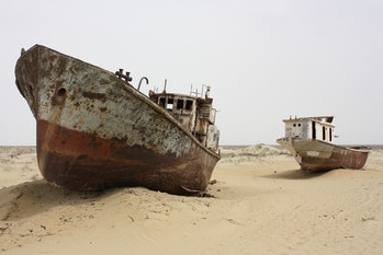 ship stranded aral sea