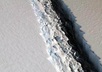 larsen c iceberg rift antarctica