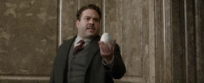 Jacob with Newt's hatching egg in 'Fantastic Beasts and Where to Find Them'