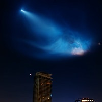 Brilliant Video Shows SpaceX Falcon 9's Epic Flight Over LA Sky Line