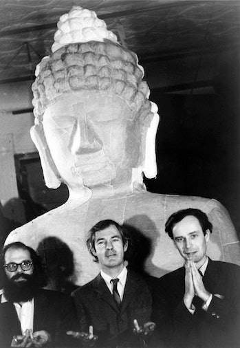 Leary, Ginsberg, Metzner in front of Buddha