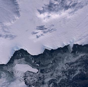 Iceberg B09B & Cape Denison - 6 May 2016, Antarctica