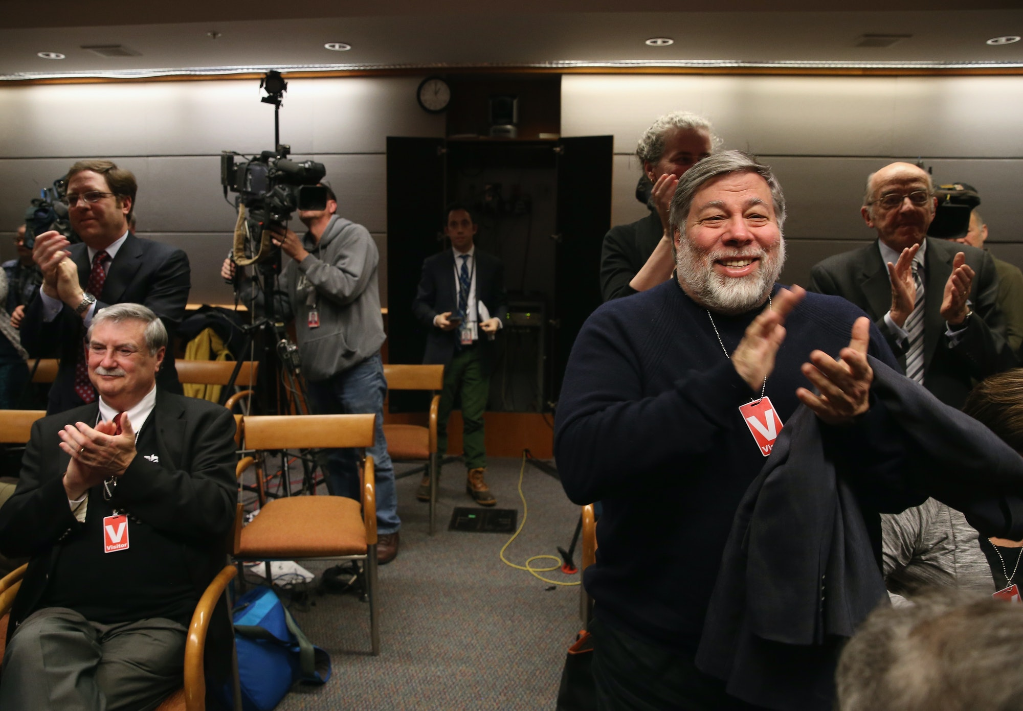 WASHINGTON, DC - FEBRUARY 26: Apple Co-Founder Steve Wozniak (R) applauds after the Federal Communications Commission voted to approve Net Neutrality during a hearing at the FCC headquarters February 26,2015in Washington, DC. Today the FCC voted to approve regulating Internet service like a public utility, prohibiting companies from paying for faster lanes on the Internet. (Photo by Mark Wilson/Getty Images)