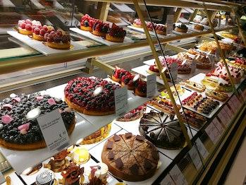 shop cakes