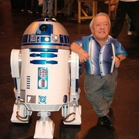 Kenny Baker, the Man Behind R2-D2, Has Died at 83