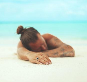 sunscreen titanium dioxide safety tanning sunbathing beach
