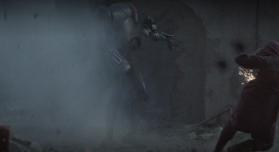 A prequel-era Battle Droid attacks people in a flashback for 'The Mandalorian'