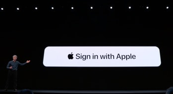 privacy sign in Apple
