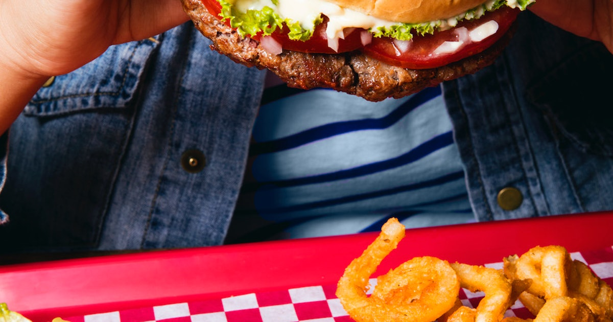 """How Burger King's """"Impossible Whopper"""" Tastes Like Flame-Broiled Beef"""