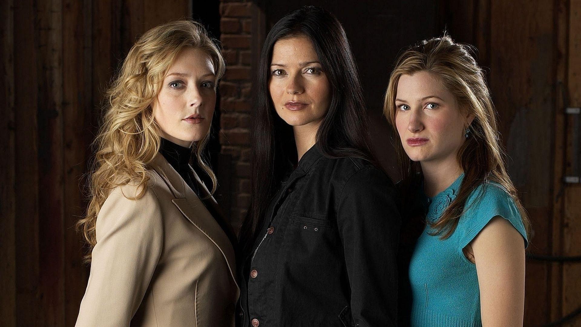 Kathryn Hahn (right) as Lily in 'Crossing Jordan'.