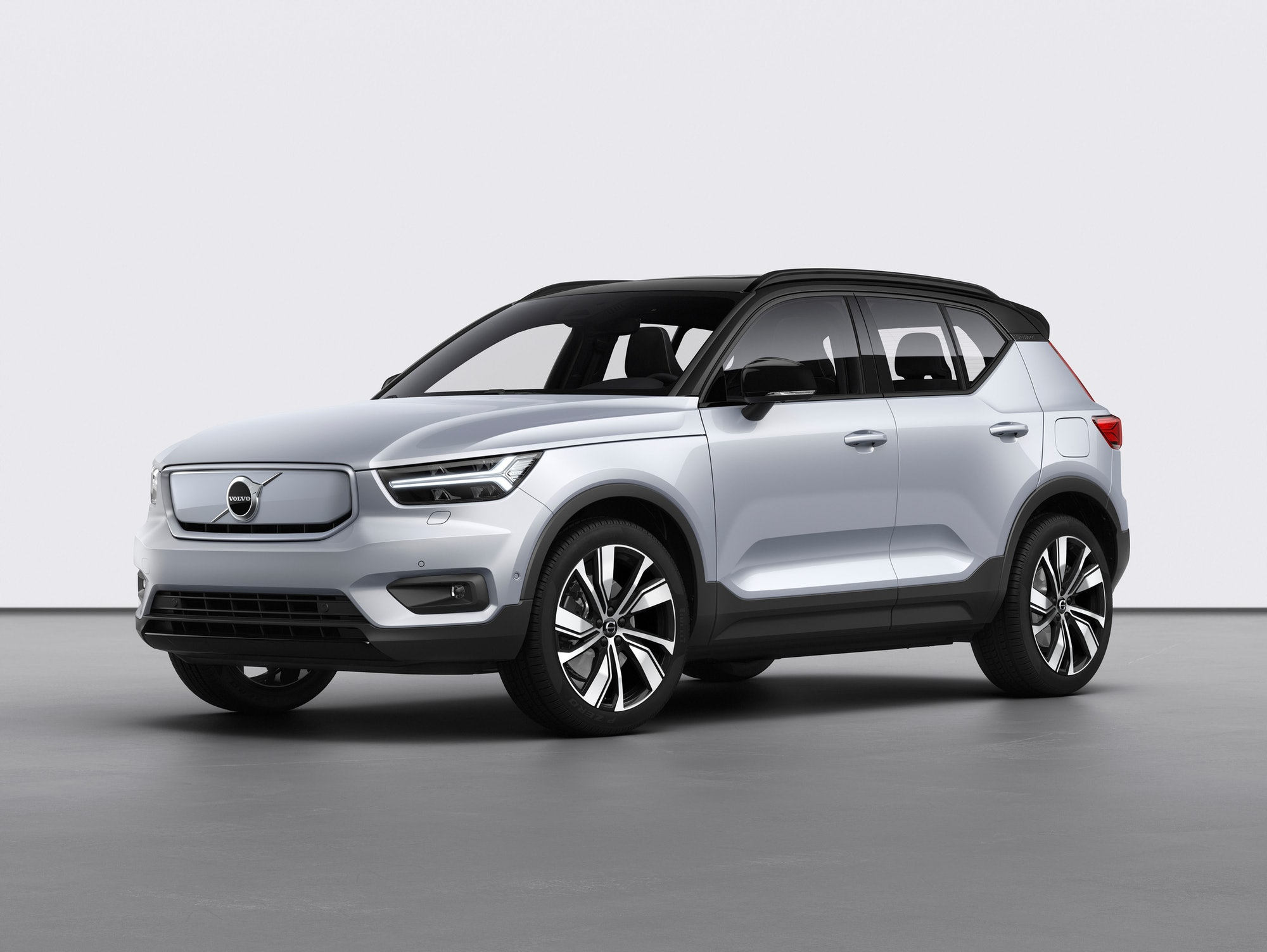 The Volvo XC40 from the front.