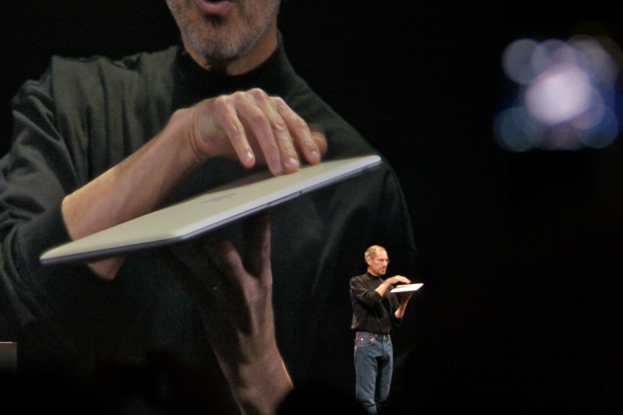 Steve Jobs demos the MacBook Air