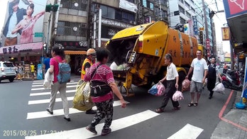 Taiwan garbage truck trash delivery pickup