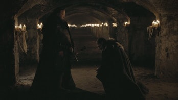 Game of Thrones Robert and Ned in Wnterfell Crypts
