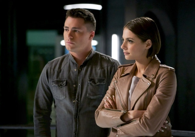 Roy and Thea leave for a new adventure on this episode of 'Arrow'.