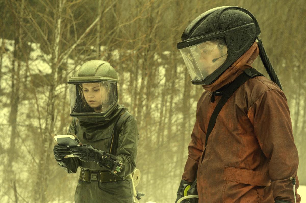 "Eliza Taylor and Bob Morley, aka Bellarke, in 'The 100' Season 4 finale ""Praimfaya"""
