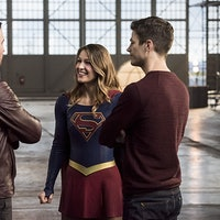 Aliens Invade, and The Flash Calls on Some CW Co-Workers for Help