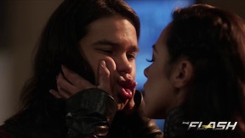 Cisco and Gypsy share a kiss in Season 3.