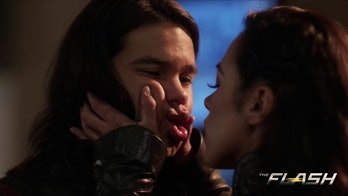Cisco and Gypsy share a kiss in Season 3.