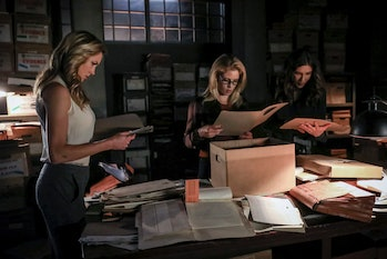 arrow season 7 episode 5 demon laurel lance black siren katie cassidy felicity smoak overwatch emily bett rickards dinah drake canary juliana harkavy