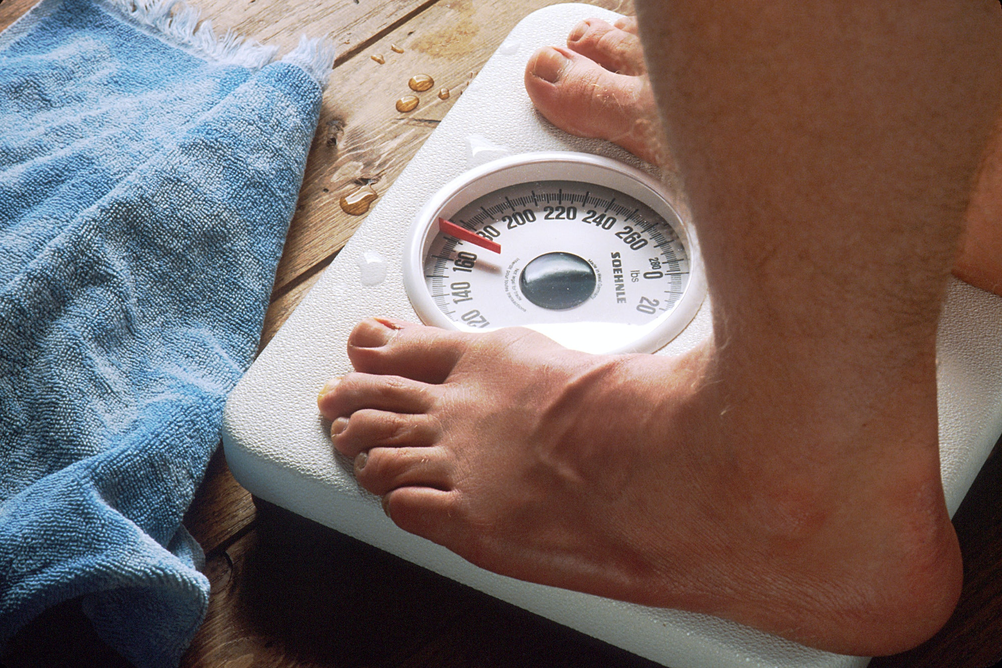 feet on scale, weight loss