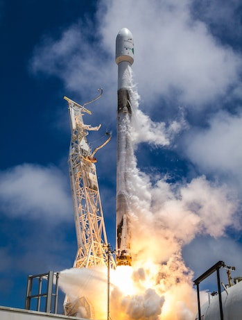 SpaceX GRACE-FO moments after lift-off.