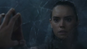 rey sees herself ahch-to cave