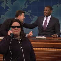 """SNL Takes on """"BBQ Becky"""" Meme With Aidy Bryant as the """"Woman on the Phone"""""""
