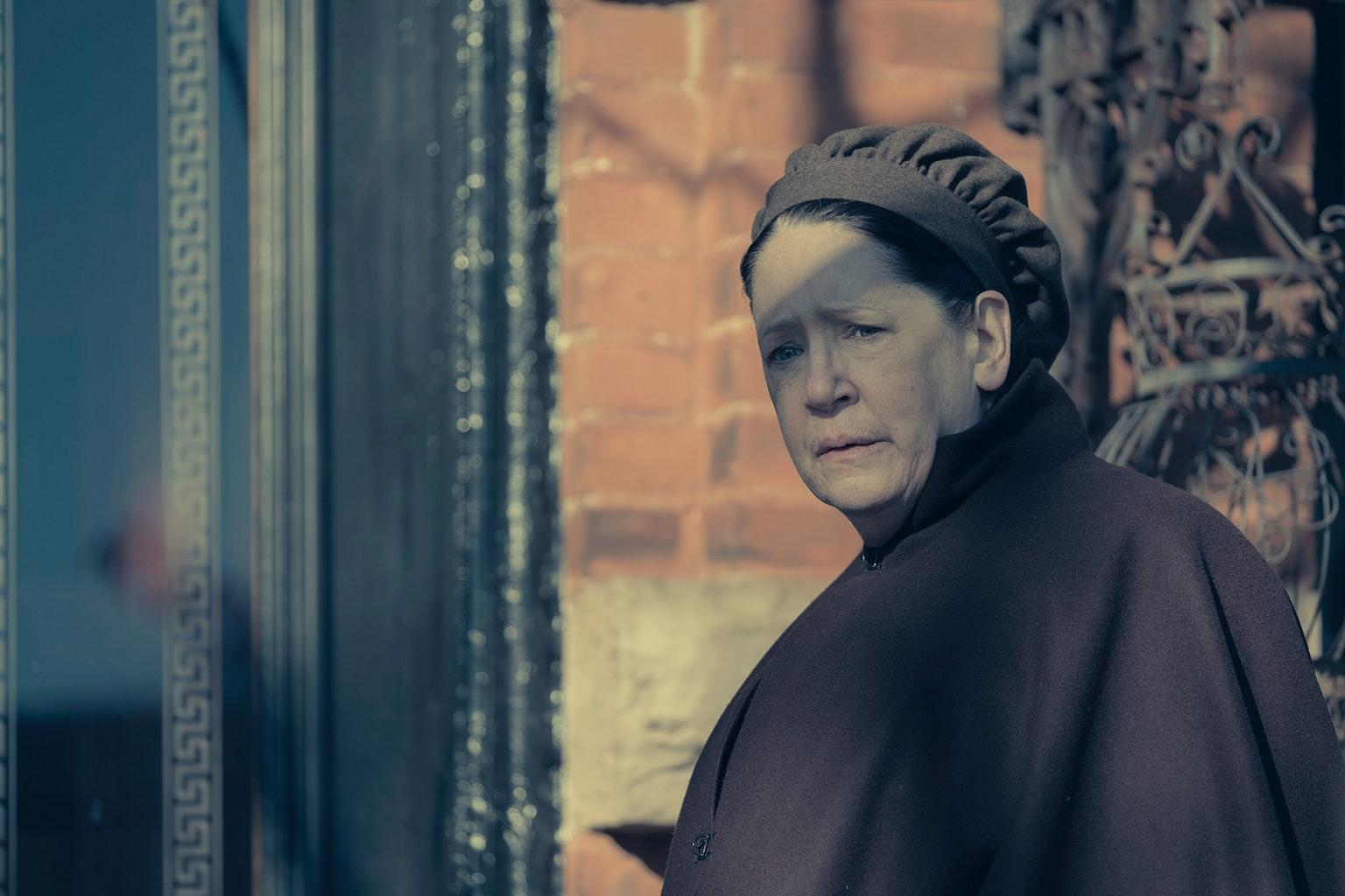 Aunt Lydia The Handmaid's Tale Season 3