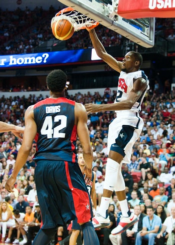 Kevin Durant dunks USA basketball 2015 140801-F-AT963-843