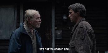 The elderly Helge and 1986 Helge meet at the Doppler cottage.
