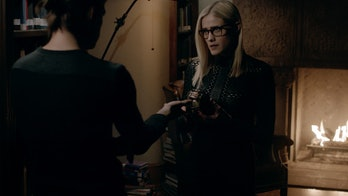 Alice (Olivia Taylor Dudley) handing over the Syphon given to her by the Library.