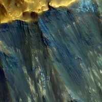 New Mars Reconnaissance Orbiter Image Shows the Many Colors of the Red Planet