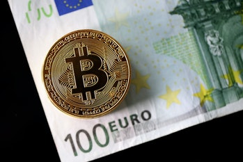 Bitcoin or euro: which is more valuable?
