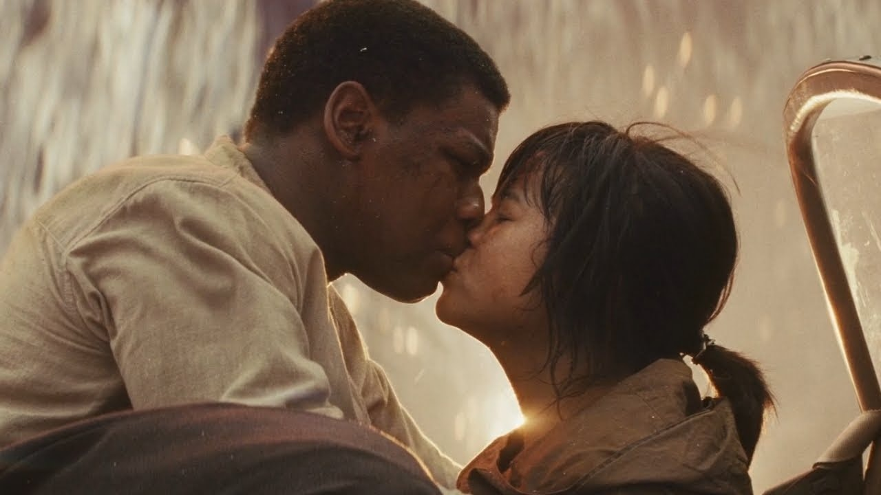 Finn and Rose kiss in *The Last Jedi.*