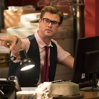New 'Ghostbusters' Photos Reveal Chris Hemsworth's Skinny Arms