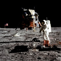 """2024 Moon Timeline Is """"Extremely Tight,"""" Says Former NASA Flight Director"""