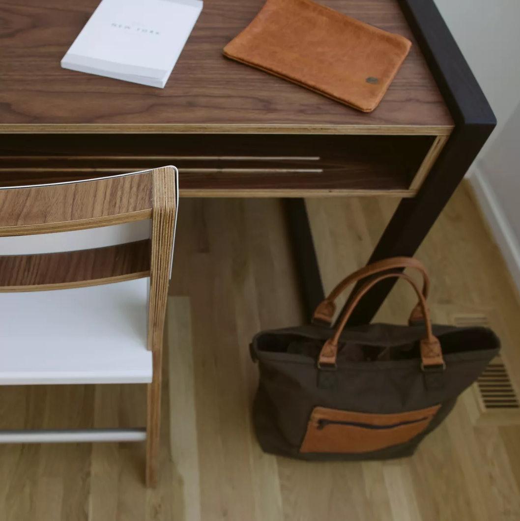 Housefish Pocket Desk