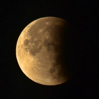 The Last Lunar Eclipse of 2019 Showed an Orange-Hued Full Moon in the South
