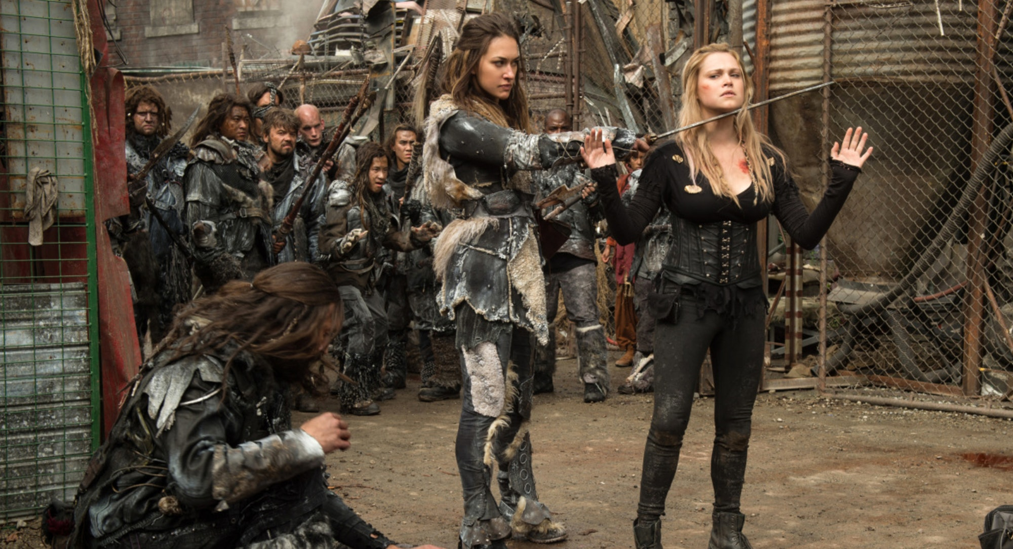 Echo and Eliza Taylor as Clarke in 'The 100'
