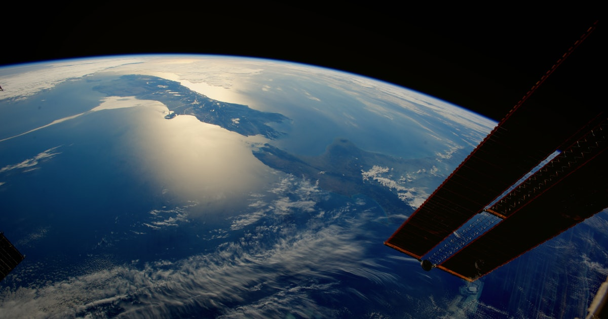 "Six Nasa Astronauts Describe The Moment In Space When ""Everything Changed"