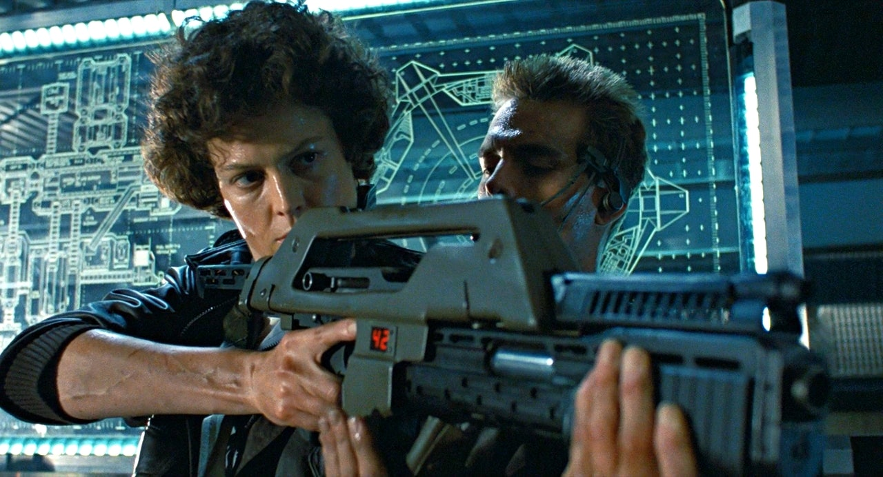 Sigourney Weaver and Michael Biehn in Aliens